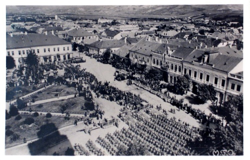Nagybánya:bevonulás a főtérre.1940