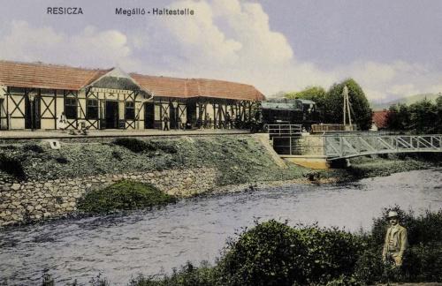 Resiczabánya:vasúti megálló a mozdonnyal,1911.