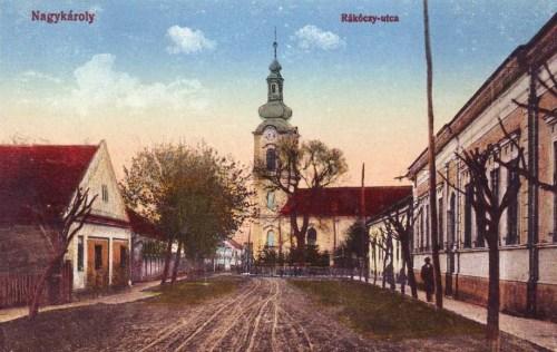 Nagykároly:Rákóczi utca a templommal.1915
