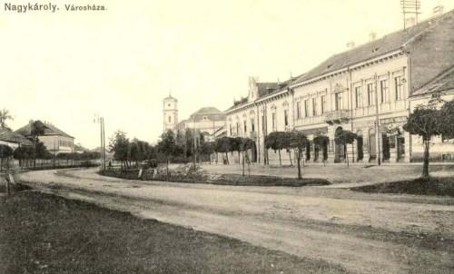 Nagykároly:városháza és katolikus templom.1911