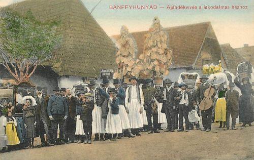 Bánffyhunyad:esküvői menet a lakodalmi házhoz.1911