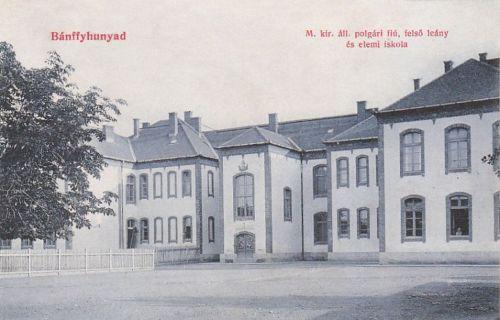 Bánffyhunyad:Magyar Királyi Polgári Fiú és Felső Leány ill.Elemi iskola.1909