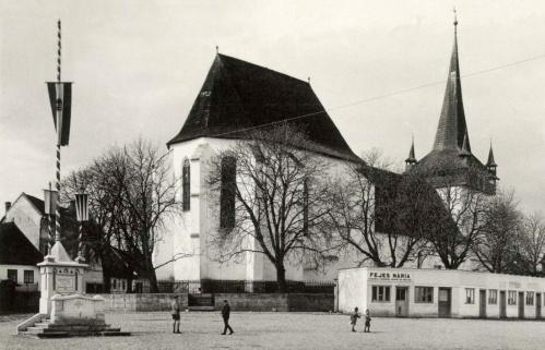 Bánffyhunyad:országzászló,református templom,Fejes Mária üzlete,1943