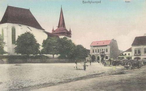 Bánffyhunyad:főtér a református templommal.1911