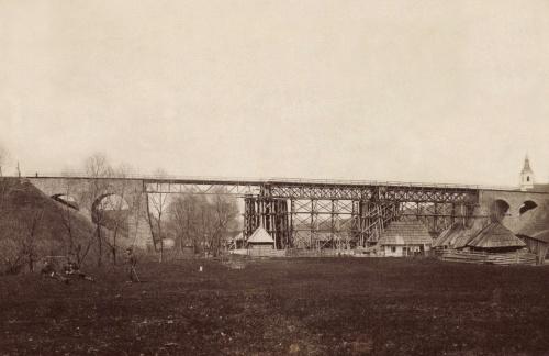 Gyimesfelsőlak:magyar honvédek újraépitik a felrobbantott hidat,1917.