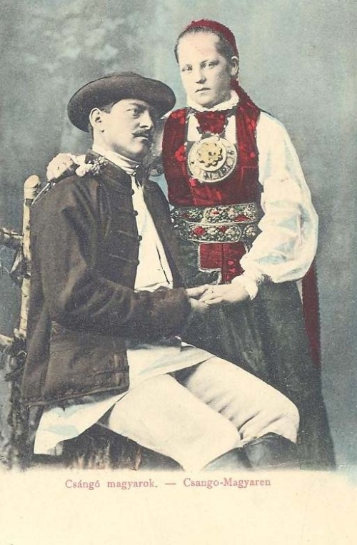 Csángó magyarok népviseletben.1903