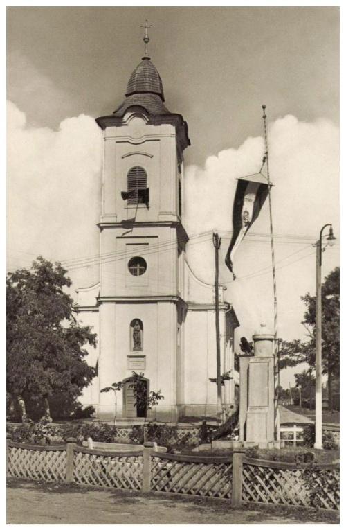 Margitta:országzászló a katolikus templommal,1943