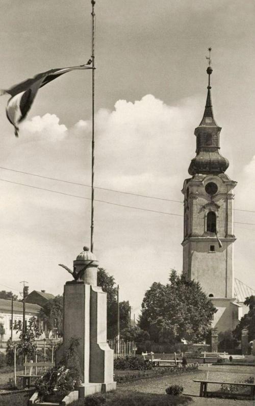 Margitta:országzászló és református templom,1943