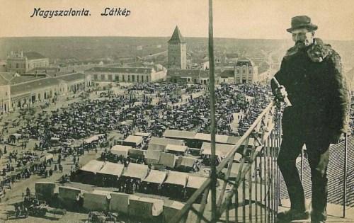 Nagyszalonta:látkép a piaccal,balra a zsidó templom.1913