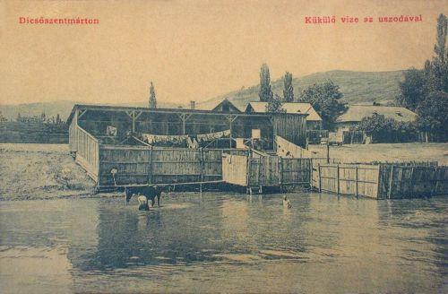 Dicsőszentmárton:Küküllő vize az uszodával.1908