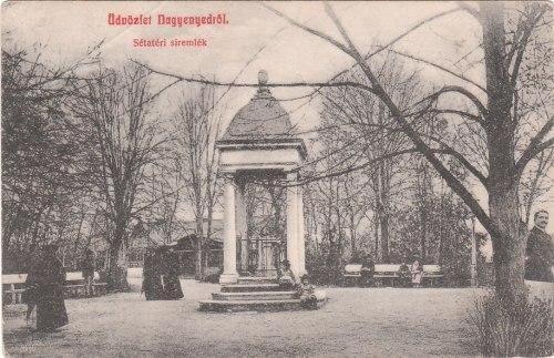Nagyenyed:sétatéri kuruc siremlék.1908