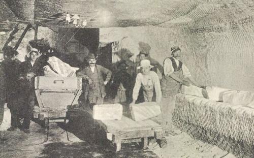 Marosújvár: sóbánya belseje a sótömbökkel,1913.