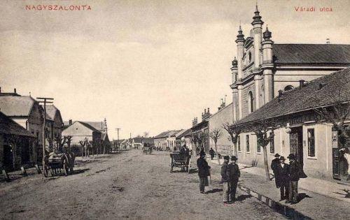 Nagyszalonta:Váradi utca a zsinagógával.1911