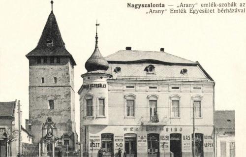 Arany Emlék Egyesület bérháza a szobákkal és a csonkatorony,1915.