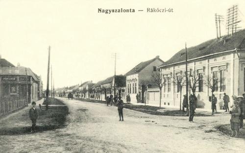 Nagyszalonta:Rákóczi út az Arany János gyógyszertárral,1915.