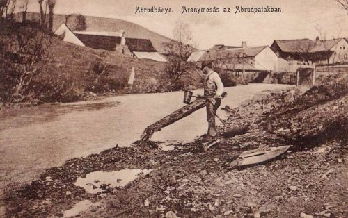 Abrudbánya:arany mosás az Abrud patakban.1912