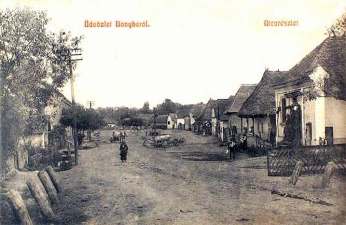 Bonyha-Bachnen-Bahnea:utca részlet,jobbra kocsma.1908