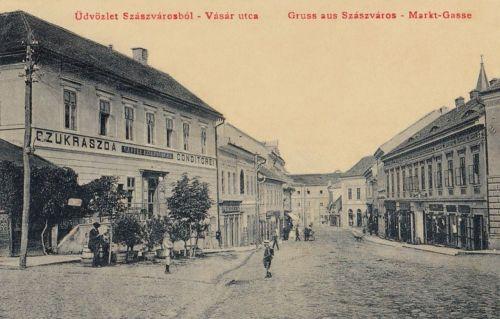 Szászváros:Vásár utca,balra cukrászda.1907