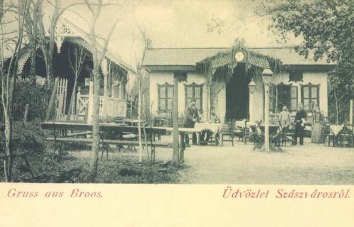 Szászváros:vendéglő nyári kerthelyisége,1899.