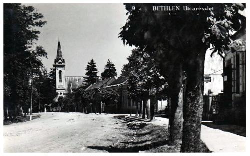 Bethlen:utca részlet a katolikus templommal.1941