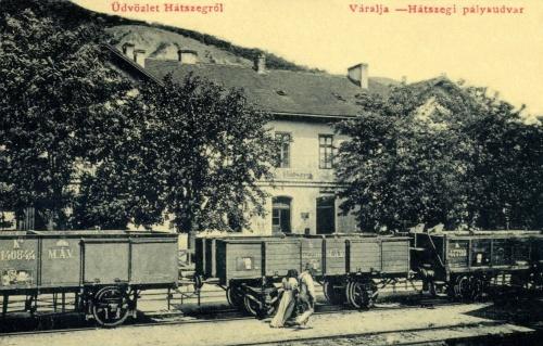 Hátszeg-Váralja:vasúti állomás,MÁV vagonokkal,1908.