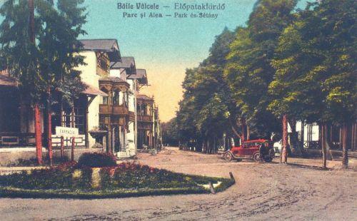 Előpatak:park és sétány,balra gyógyszertár.1927
