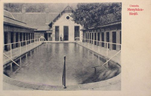 Menyháza fürdő:uszoda belseje az öltöző kabinokkal.1909