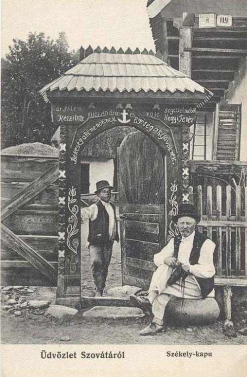 Szováta:székely kapu,készitette Szücs András és Hegyi Teréz.1907