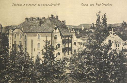 Vizakna:szálloda a meleg fürdővel,háttérben a templom.1912