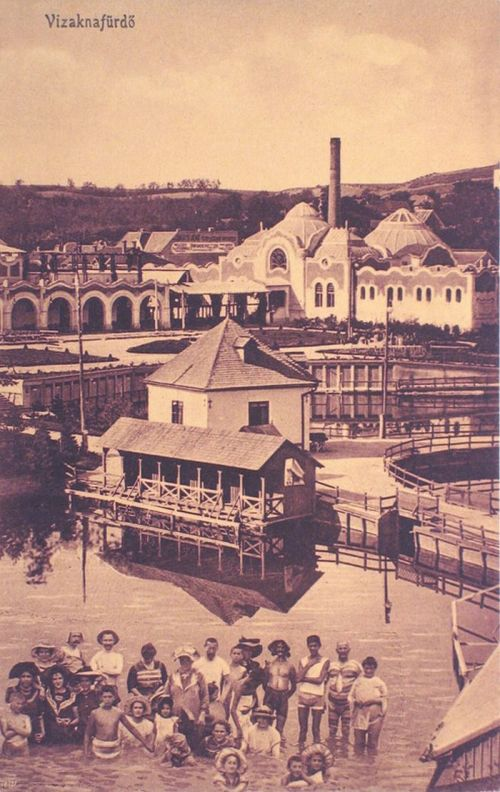 Vizakna:fürdőzők a tóban és az étterem a meleg fürdőházzal.1916