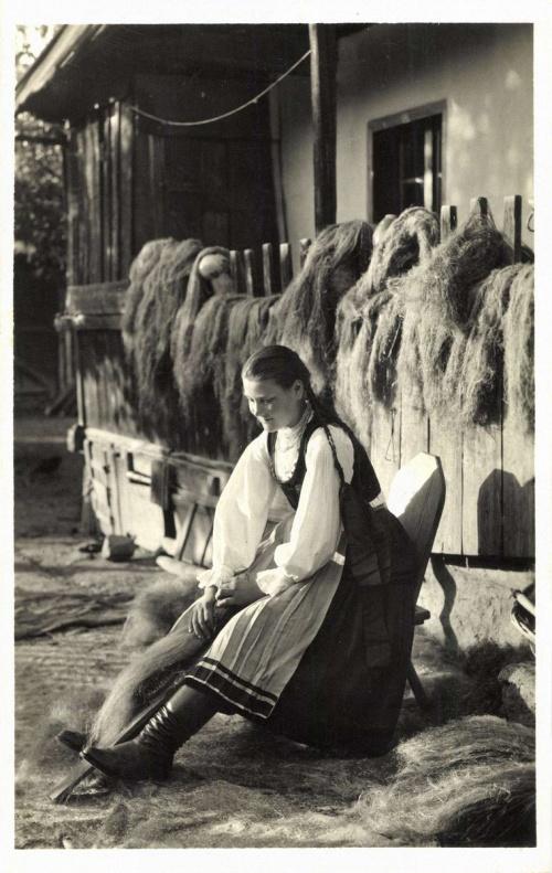 Csikfitód:kender fésülés,1942.