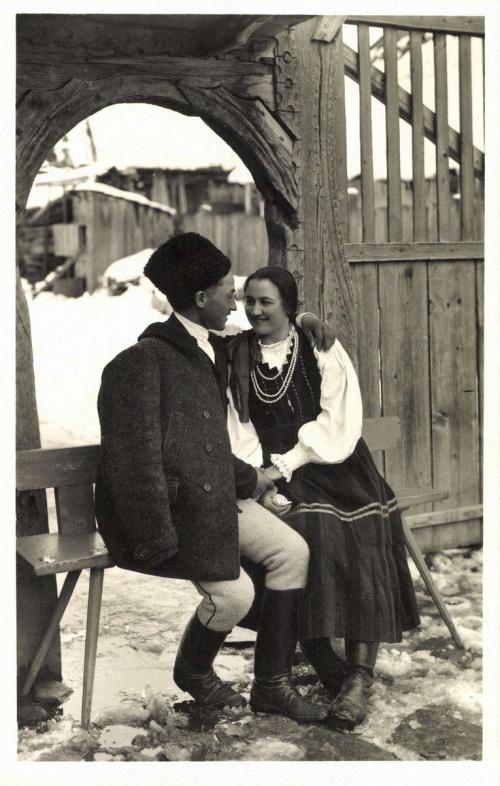 Csikménaság: székely fiatal pár,1942.