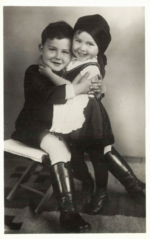 Csikcsomortán:székely gyerekpár,1941.