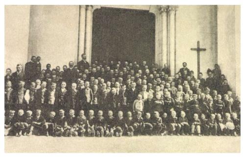 Ditró:katolikus elemi iskola növendékei,1913.