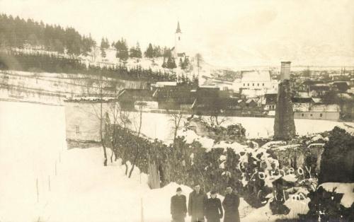 Gyergyószárhegy:látkép a várfallal és a templommal,1940.