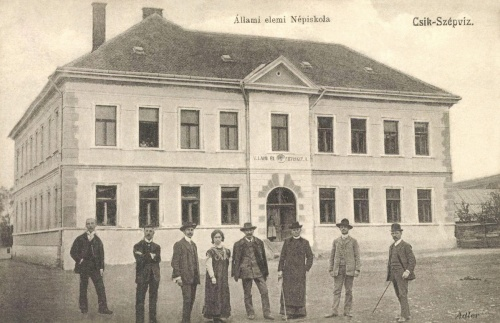 Csikszépviz:állami elemi népiskola a tanitókkal,1908.