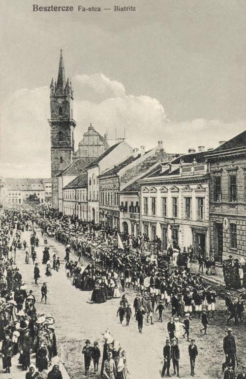 Beszterce:Fa utca,ünnepi felvonulás,1917