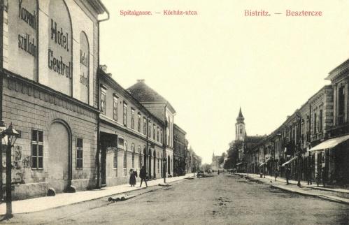 Beszterce:Korház utca a Központi szállodával,1908