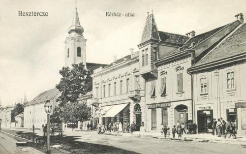 Beszterce:Korház utca a katolikus templommal és a Sahling szállodával,1912