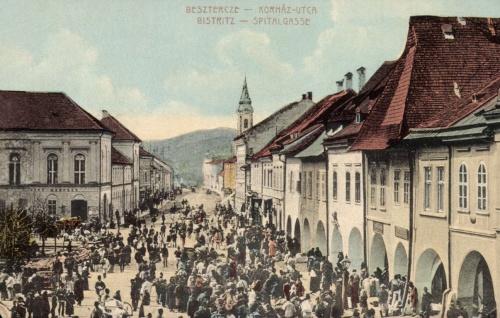 Beszterce:Korház utca a főtéri vásárral,1917