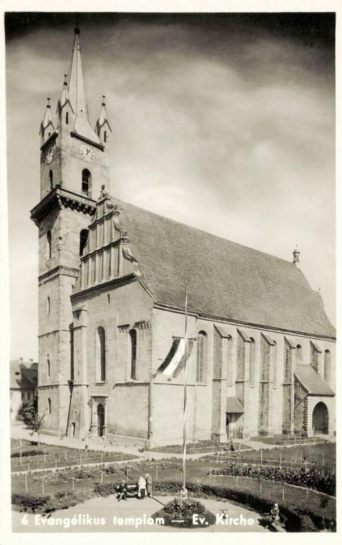 Beszterce:evangélikus templom az országzászlóval,1943
