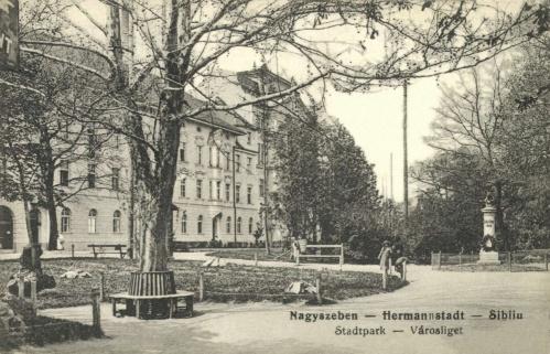 Városliget:Friedrich Schiller 1905-ben készült szobra és a Szanatórium,1915.