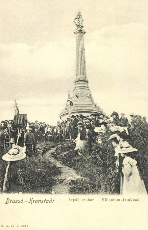 Brassó:milleniumi Árpád szobor Erzsébet királynő zászlóval,1899.