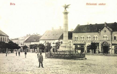 Dés:milleniumi szobor a főtéren,1908-ban.