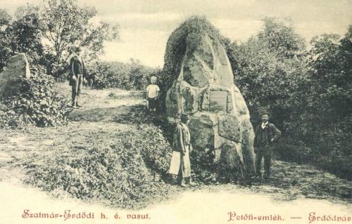 Erdőd:Petőfi emlék a szatmári Erdődvár mellett,1900-ban.