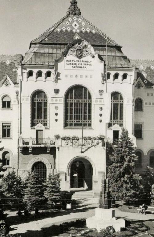 Marosvásárhely:országzászló,1944-ben.