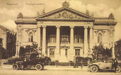 Nagyvárad:Szigligeti Ede szobra a szinház előtt,1915.