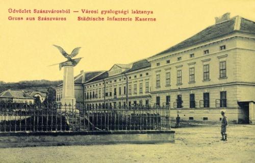 Szászváros:milleniumi turul emlékmű,1907-ben.