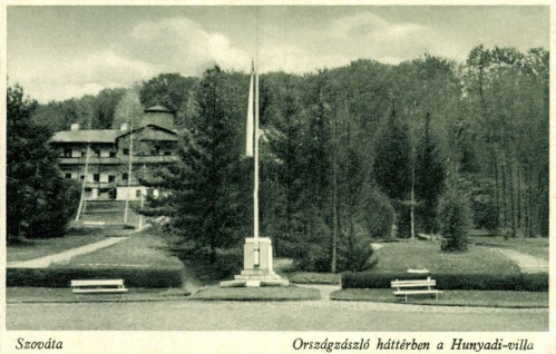 Szováta:országzászló és Hunyadi villa,1944-ben.