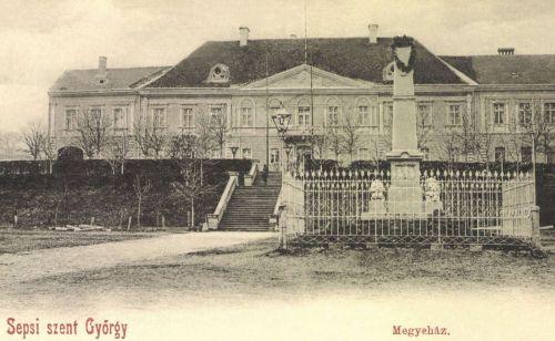 Sepsiszentgyörgy:Megyeháza és honvéd szobor,1900.